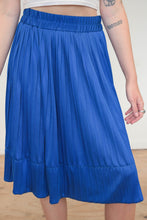 Load image into Gallery viewer, Vintage 70s Skirt Pleated Midi in Blue in S/M