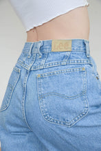 Load image into Gallery viewer, Vintage 90s Mom Jeans Denim in Blue Wash in S/M