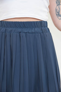 Vintage 70s Skirt Pleated Midi in Dark Blue in S
