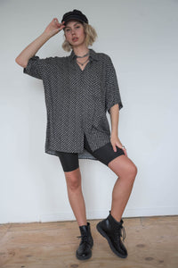Vintage 90s Shirt Short Sleeved in Black Grey Pattern in XL