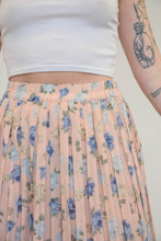 Load image into Gallery viewer, Vintage 70s Skirt Pleated Mini in Pastel Pink with Flowers in S