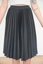 Load image into Gallery viewer, Vintage 70s Skirt Pleated Midi in Black in S