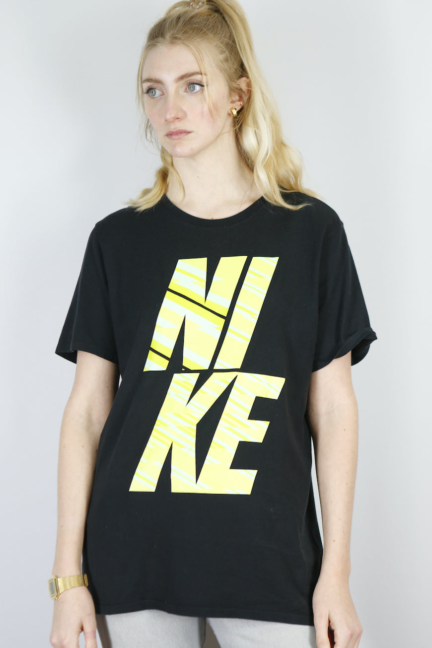 Vintage Nike T-Shirt in Black in Size M/L