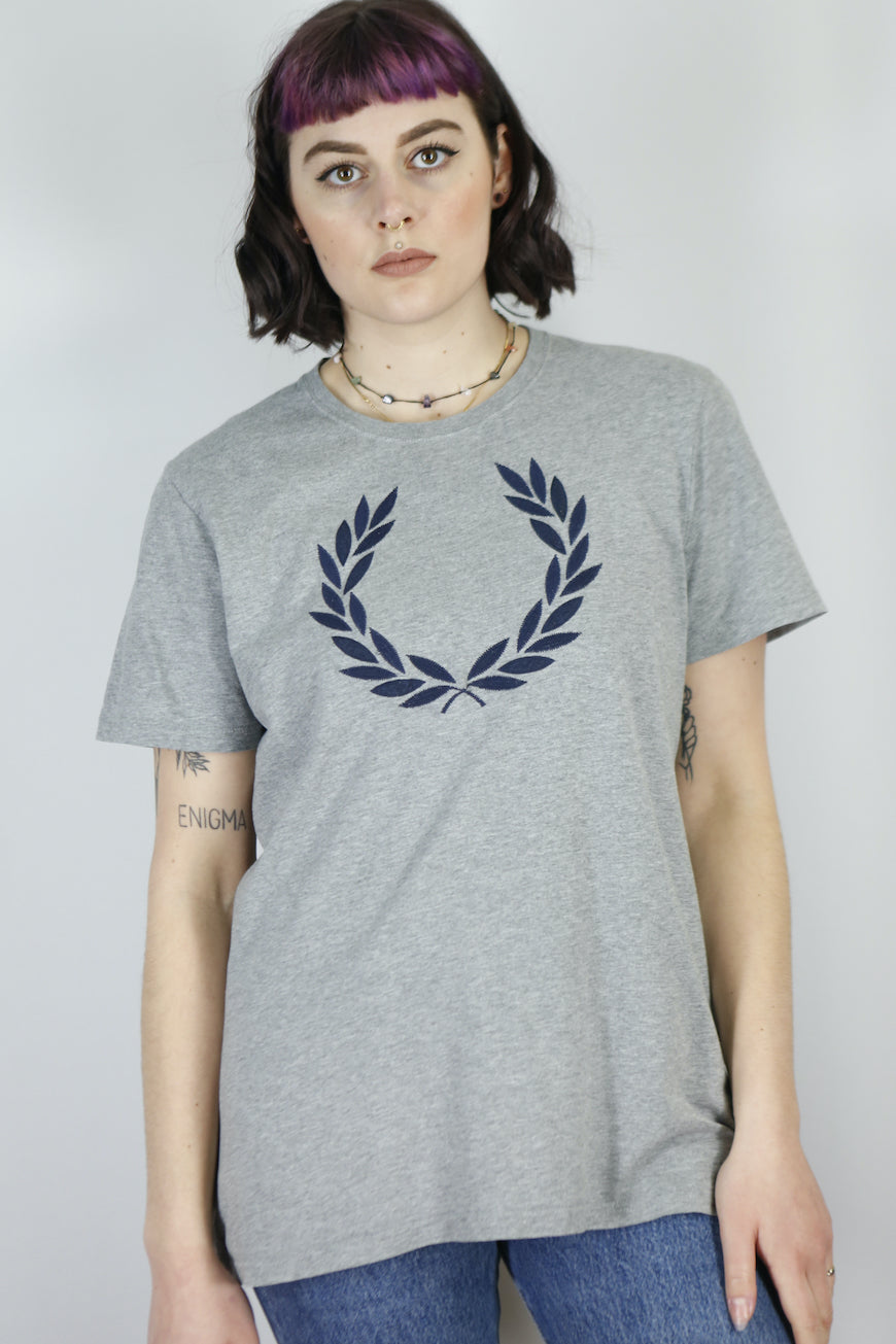 Vintage Fred Perry T-Shirt in Grey in Size M