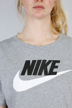 Load image into Gallery viewer, Vintage Nike T-Shirt in Grey in Size M