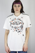 Load image into Gallery viewer, Vintage Adidas T-Shirt in White in Size M