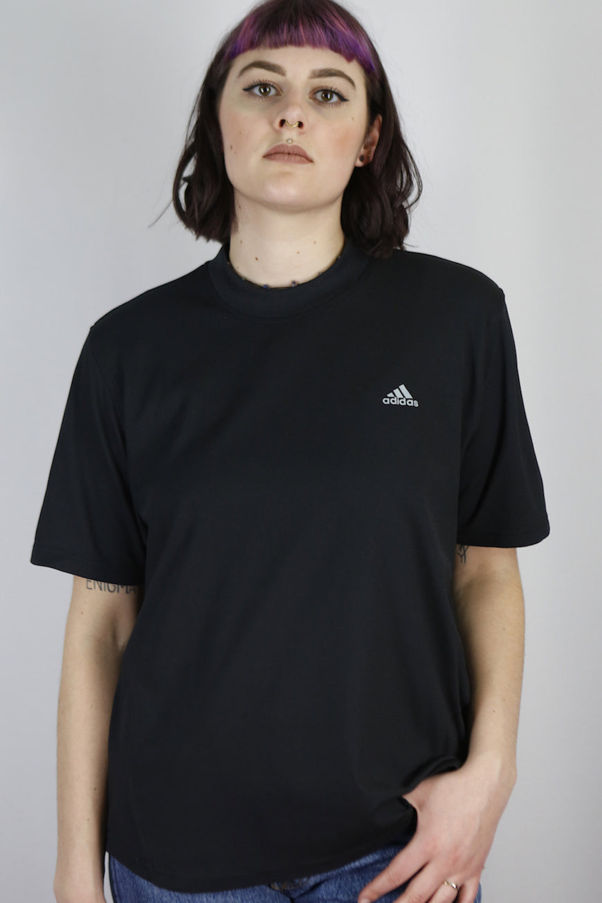 Vintage Adidas T-Shirt in Black in Size M