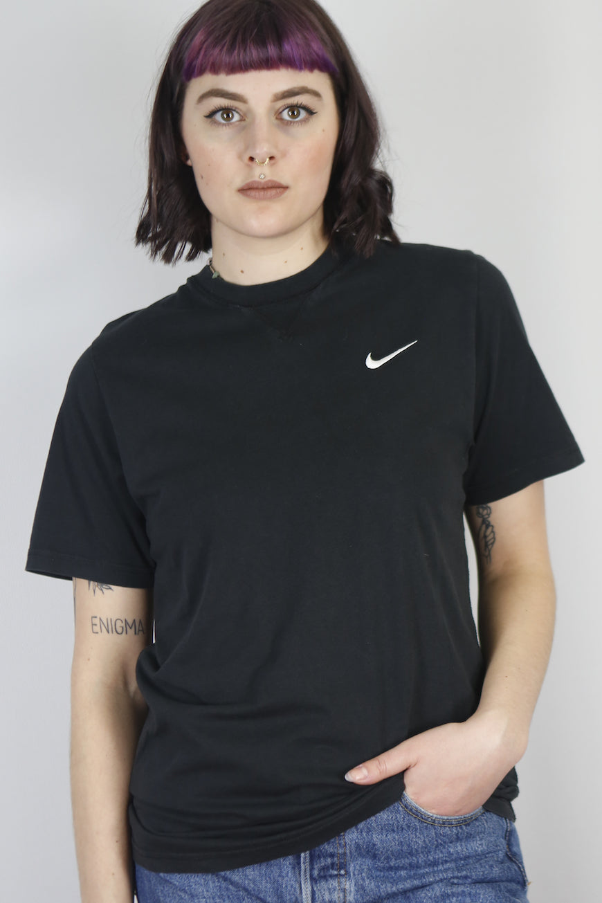Vintage Nike T-Shirt in Black in Size S/M