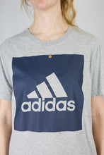Load image into Gallery viewer, Vintage Adidas T-Shirt in Grey in Size M