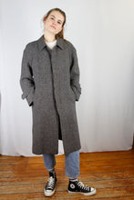 Load image into Gallery viewer, Vintage Coat in Grey in Size M/L