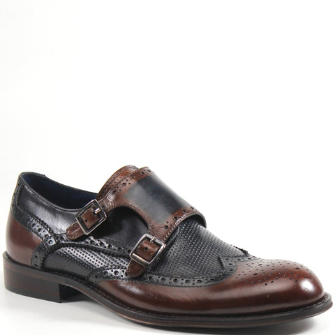 The VER VAIN leather brogue blends traditional elements with modern detailing. It features a wingtip, tonal stitching, and fold-over flap with double buckle closure. This debonair shoe will be a sophisticated addition to your collection.