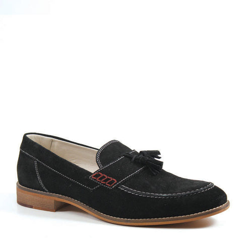 The PROUD LEE loafer by Testosterone Shoe is a contemporary version of the classic penny loafer. Crafted in smooth suede, the shoe features contrast stitch detailing and kilt-tie tassels. The easy slip on style and padded insole make this loafer ideal for all-day wear.