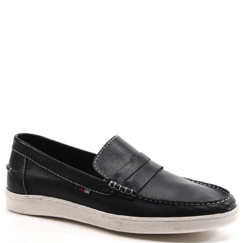 Looking for a loafer with a little more sport appeal to it? The Jim Nee has all the class of a loafer and all the comfort and casual feel of a sneaker. It features a white sole with a leather upper, the best of both worlds. This shoe can be worn to the beach or out on the golf course.