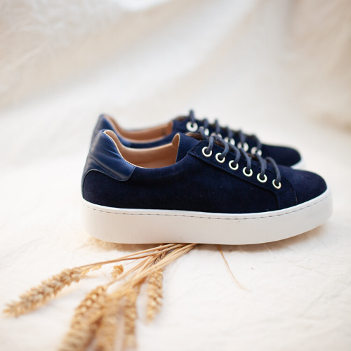 THE NAVY TENNIS SNEAKERS