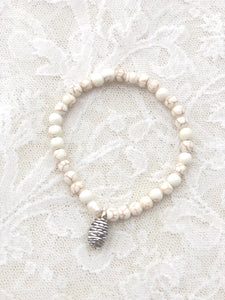 *sold*Ladies White Howlite stackable bracelet