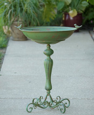PEDESTAL BIRD BATH WITH LITTLE BIRD DETAIL