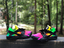 Load image into Gallery viewer, Black Tye Dye Nike huaraches custom