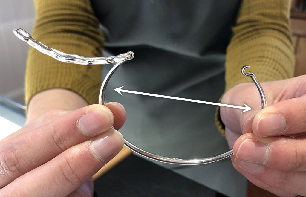 Adding tension to a hinged bangle