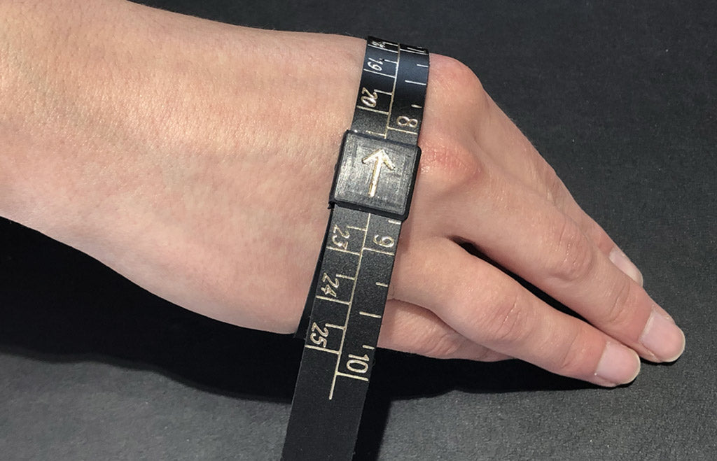 Measuring your hand for a closed bangle