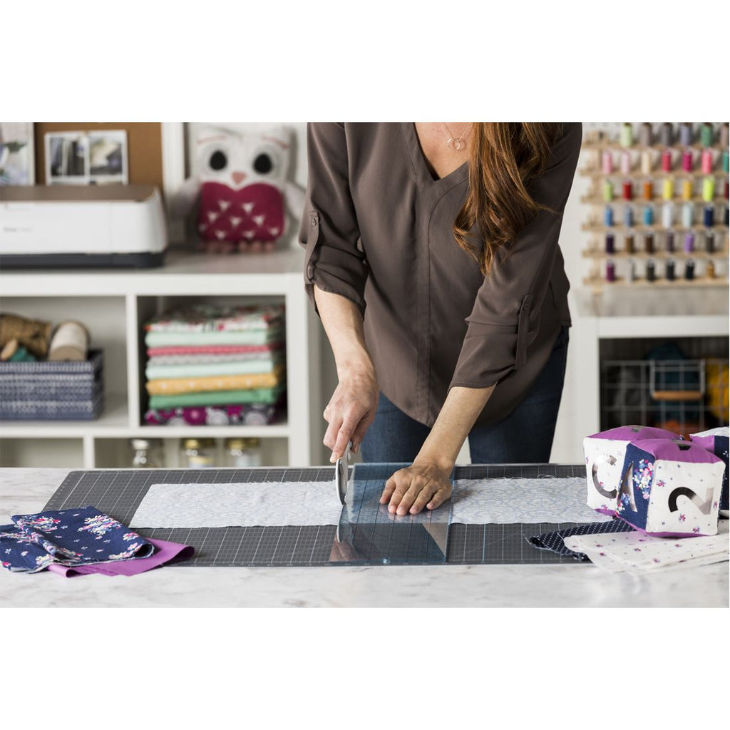 "Cricut Self-Healing Cutting Mat (24x36"")"