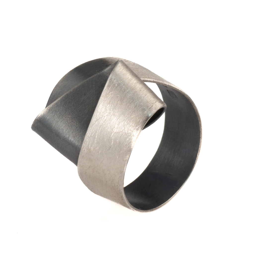 "Mysterium Collection ""Double Fold"" Ring"