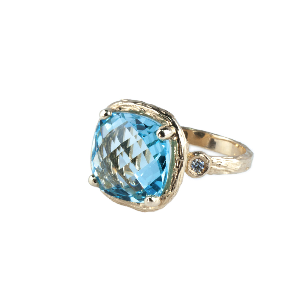 Riverbend Collection Yellow Gold Blue Topaz Ring