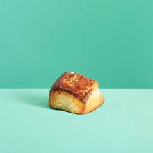 Load image into Gallery viewer, Rosemary Buttermilk Biscuits (6 Pieces)