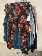 Load image into Gallery viewer, JCP Retailer | Ladies Assorted Apparel | FALL/WINTER | PLUS SIZES | 10 Piece Minimum