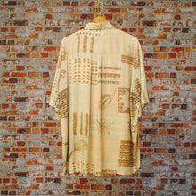 Load image into Gallery viewer, off-pink-patterned-90s-fresh-vintage-shirt-on-hanger-back