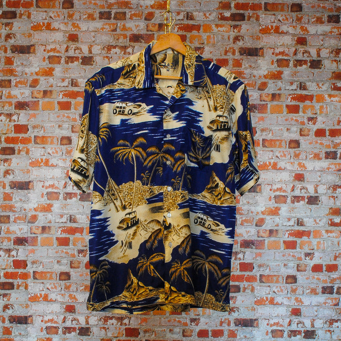 fresh-vintage-miami-beach-shirt-in-dark-blue-with-palmtrees-on-hanger-front