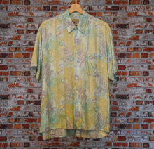 Load image into Gallery viewer, Garden-Fresh-Vintage-Shirt-Front