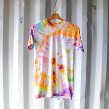 Load image into Gallery viewer, wit-en-multikleurige-tie-dye-tshirt