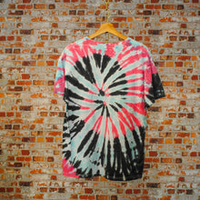 Load image into Gallery viewer, bubblegum-tie-dye-vintage-tshirt-in-roze-en-blauw