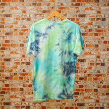 Load image into Gallery viewer, blauwe-vintage-tie-dye-tshirt-genaamd-sea-bottom-uit-de-fresh-vintage-collectie-achterkant
