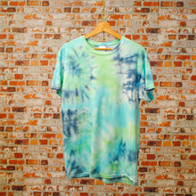Load image into Gallery viewer, blauwe-vintage-tie-dye-tshirt-genaamd-sea-bottom-uit-de-fresh-vintage-collectie