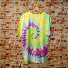 Load image into Gallery viewer, oversized-80s-tie-dye-tshirt-achterkant