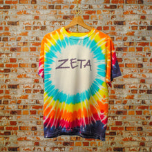 Load image into Gallery viewer, multikleurig-tie-dye-tshirt-met-tekst-zeta