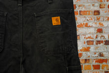 Load image into Gallery viewer, zwarte-tweedehands-carhartt-jeans-logo