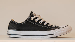 zwarte-low-top-chuck-taylor-all-star-zijkant