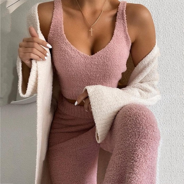 Trendy  Outfits Matching Set Top and High Waist Pants. Comfortable and great for YOGA! Powder Pink Color.