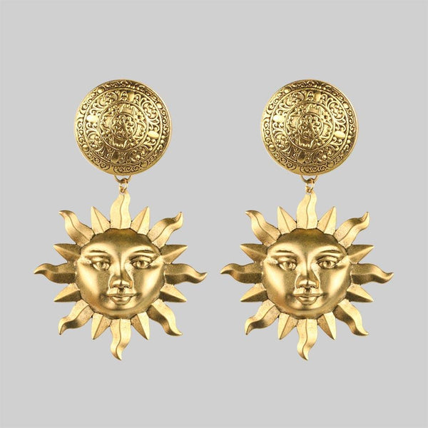 ARLANA. Sun Disk Earrings - Gold