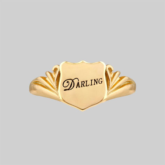 DARLING. Shield Signet Ring - Gold
