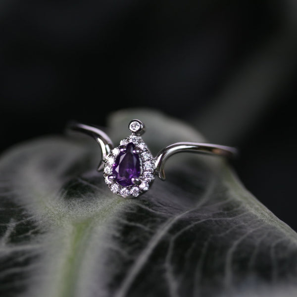 MONTAGUE. Amethyst Teardrop Silver Ring