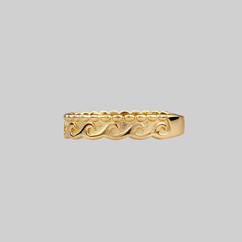 gold band ring with dotted waves pattern