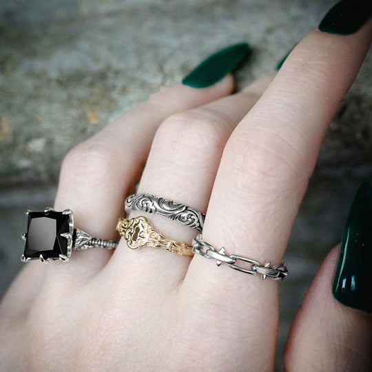 LUCIA. Spiked Chain Ring - Gold
