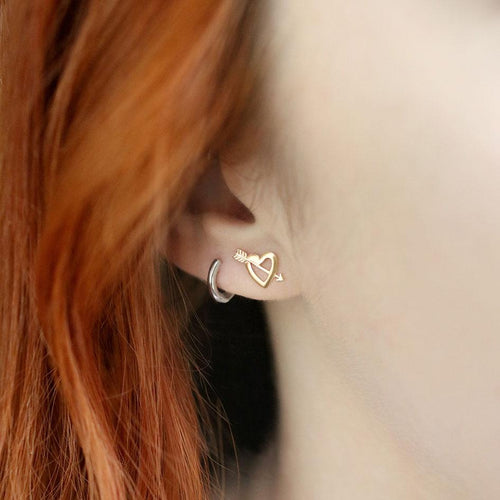 heart and arrow stud earrings gold