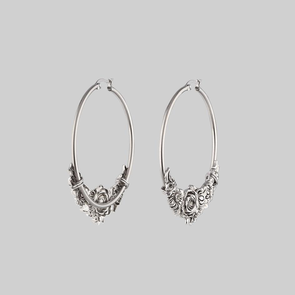 flower detail hoop earrings,