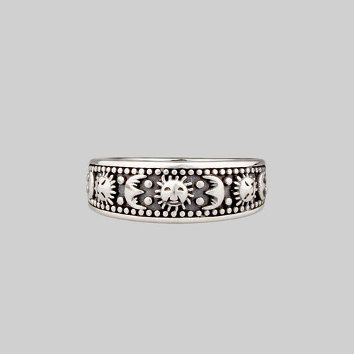 MAUD. Scroll Detail Band Ring - Silver