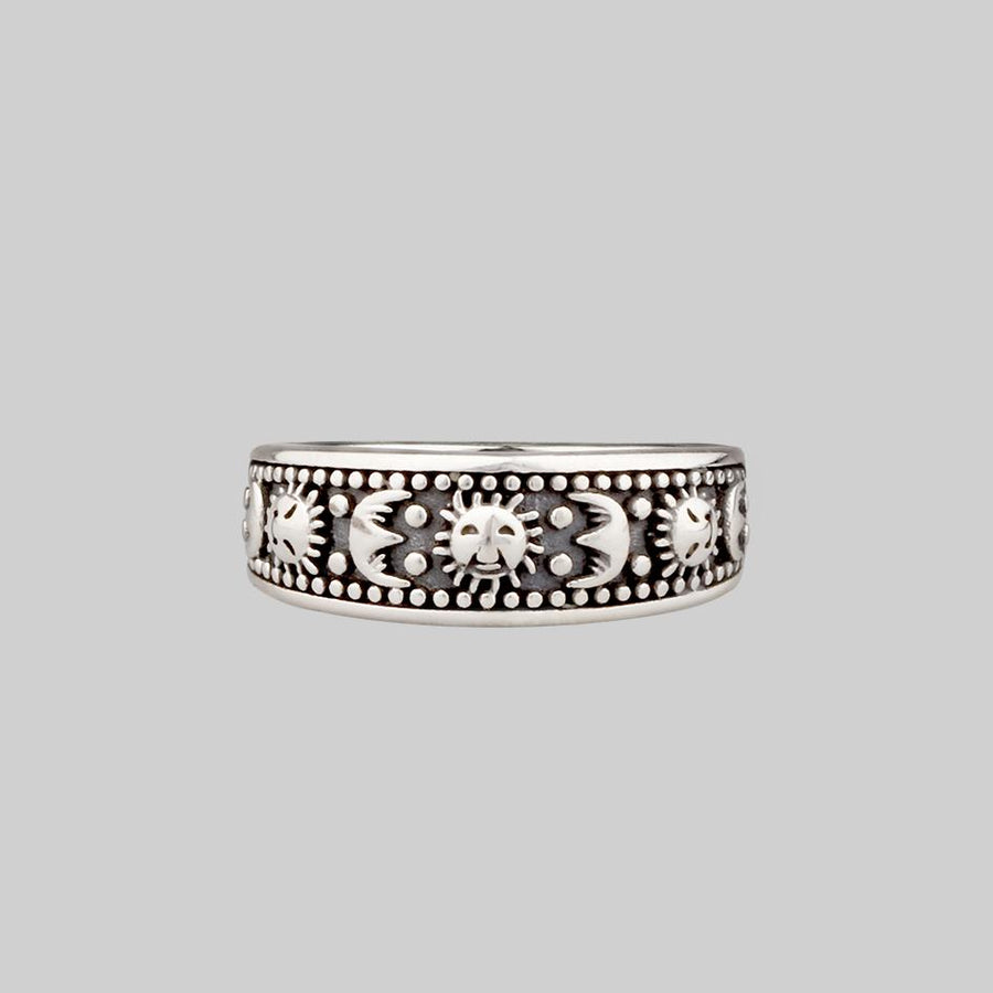 sun and moon pattern band ring