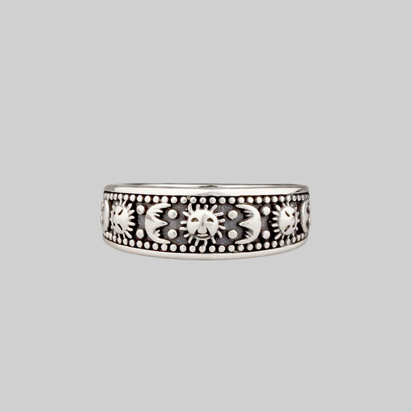 SOLAR MOON. Sun & Moon Band Ring - Silver